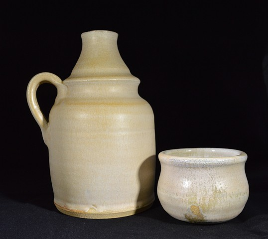 VANILLA BOTTLE PITCHER WITH LID