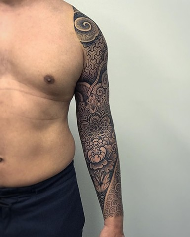Japanese and geometric mixed patterns done by Alvaro Flores Tattooer at La Flor Sagrada Tattoo in Melbourne Australia
