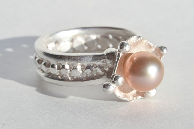 Signature Prosecco ring band topped with signature pearl cup and stunning pearl.