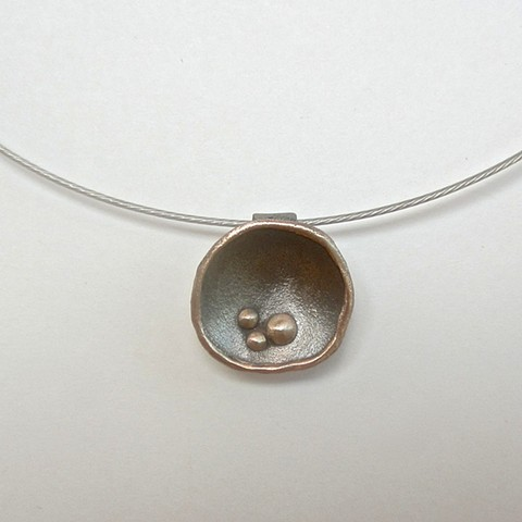 Domed pendant necklace