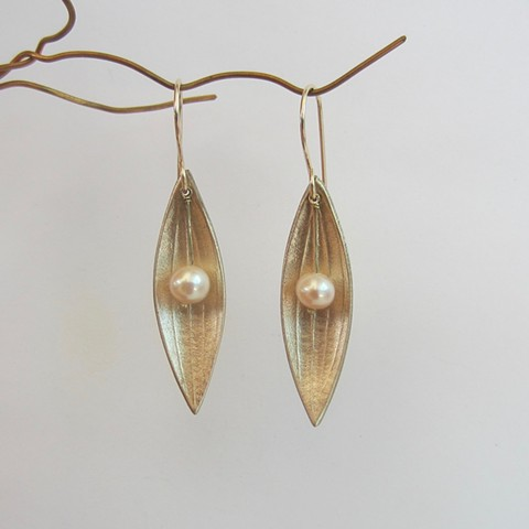 Golden Petals with Pearls earrings
