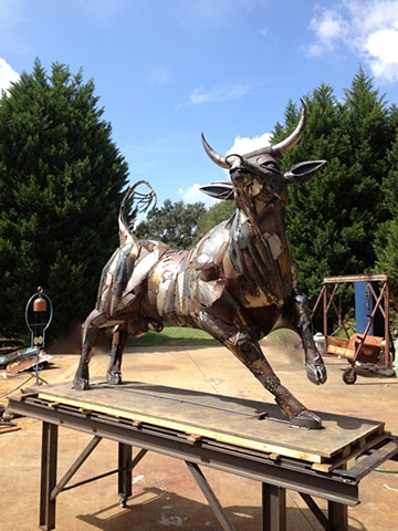 Bull sculptures by Thomas Prochnow