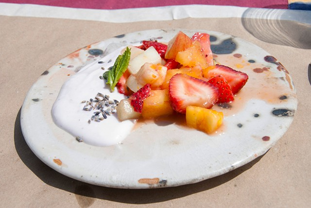 Polyculture - yogurt with fruit