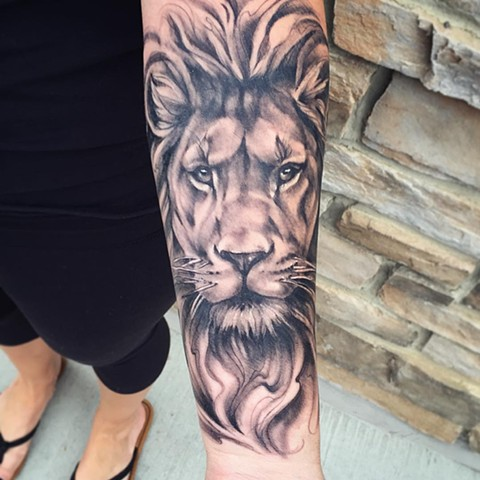 Lion Tattoo By Sarah Michelle Black And Grey Black Gold Tattoo Co