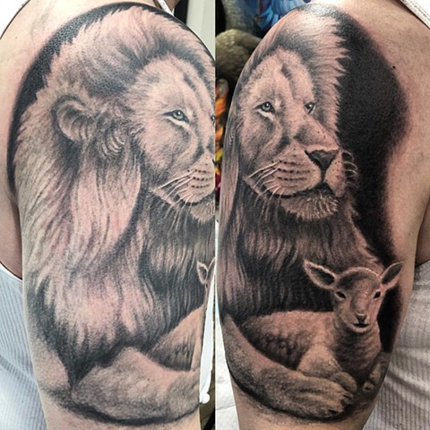 Lion And Lamb Tattoo By Steve Hayes Black And Grey Black Gold Tattoo Co