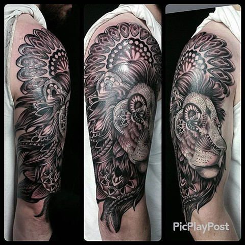 Mandala Lion Tattoo By Ashley Hoff Black And Grey Black Gold Tattoo Co