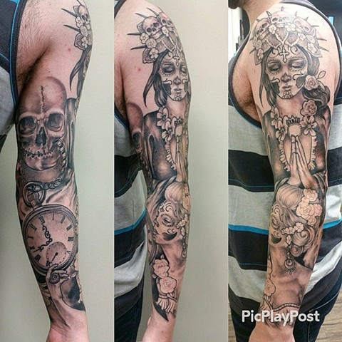 Day Of The Dead Girls With Skull And Clock Tattoo By Ashley Hoff Black And Grey Black Gold Tattoo Co