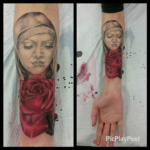 Girl With Rose Tattoo By Ashley Hoff Black And Grey With Color Black Gold Tattoo Co