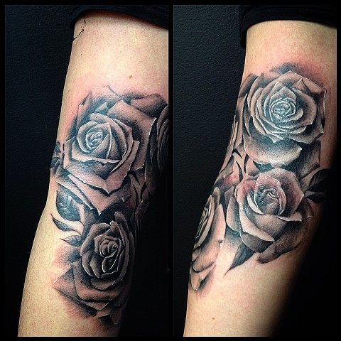 Roses Tattoo By Chad Clothier Black And Grey Black Gold Tattoo Co