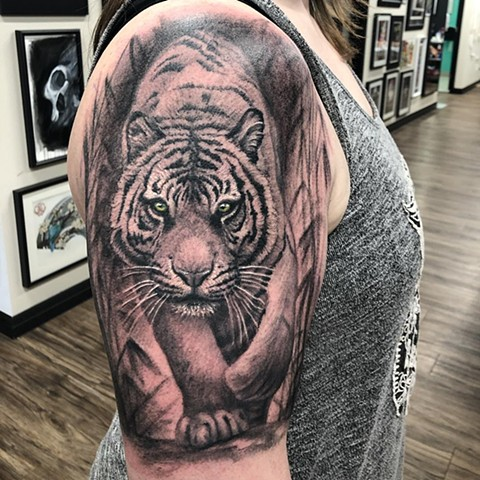 Tiger By Steve Hayes Black And Grey With Color Black Gold Tattoo Co