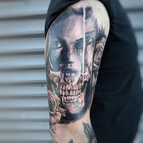Skull With Face Tattoo By Alan Coates Black And Grey Black Gold Tattoo Co