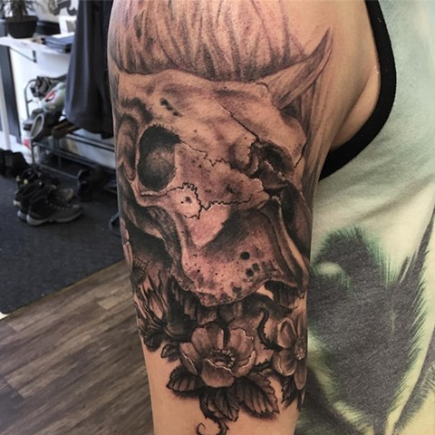 Cow Skull And Wild Roses Tattoo By Steve Hayes Black And Grey Black Gold Tattoo Co