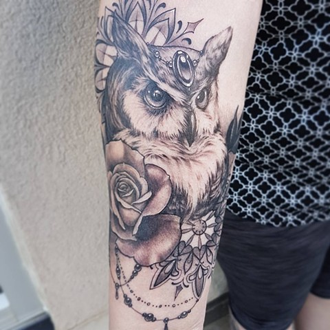 Owl With Mandalas And Roses And Jewels Tattoo By Sasha Roussel Black And Grey Black Gold Tattoo Co