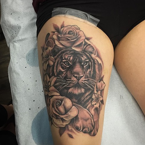 Tiger And Flowers Tattoo By Sarah Michelle Black And Grey Black Gold Tattoo Co