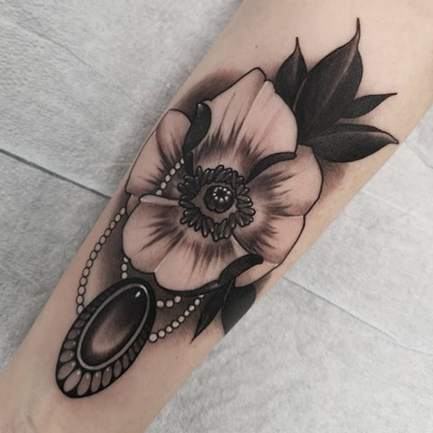 Poppy Tattoo By Sasha Roussel Black And Grey Black Gold Tattoo Co