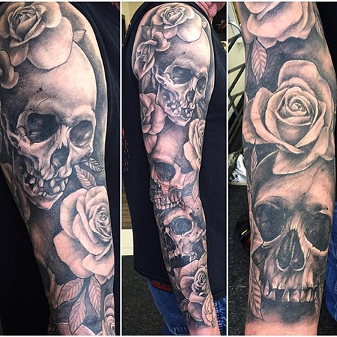Skull And Roses Tattoo By Sarah Michelle Black And Grey Black Gold Tattoo Co