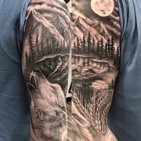 Wolf Howling Tattoo By Steve Hayes Black And Grey Black Gold Tattoo Co