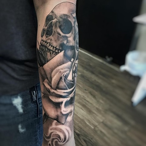 Skull With Rose And Scissors Tattoo By Alan Coates Black And Grey Black Gold Tattoo Co