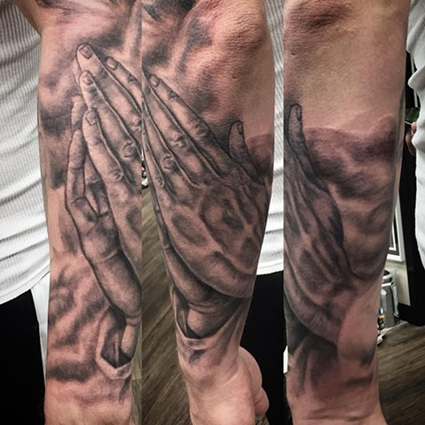 Prayer Hands Tattoo By Steve Hayes Black And Grey Black Gold Tattoo Co