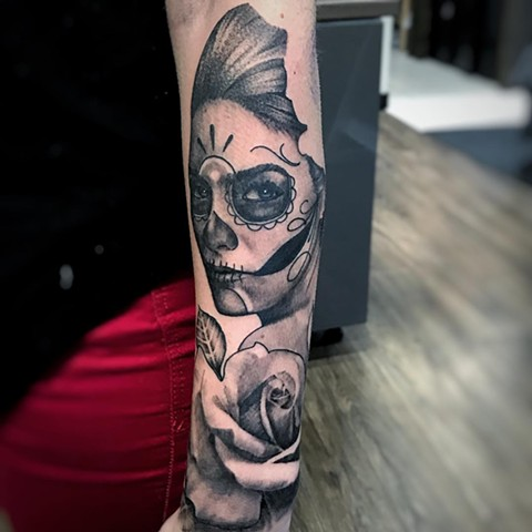 Day Of The Girl With Rose Tattoo By Alan Coates Black And Grey Black Gold Tattoo Co