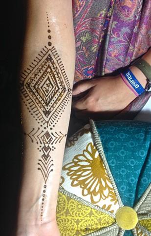 Henna geometric arm piece