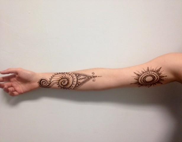 Henna Fibonacci Spiral shell and Sun Mandala
