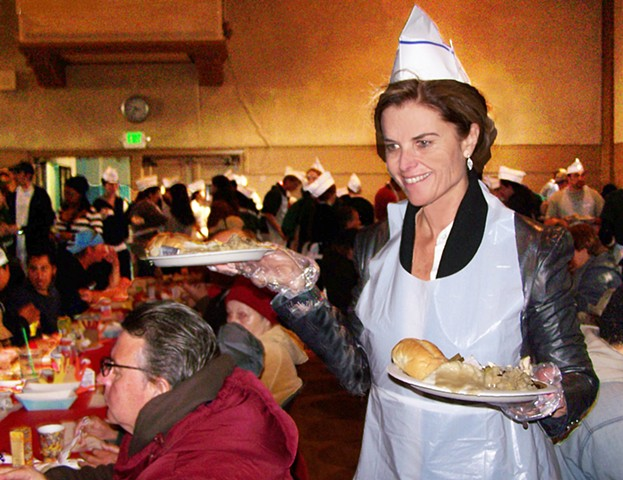 Maria Shriver seving mrals at a cherity Thanksgiving Dinner in Santa Monica Ca.