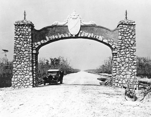 Historical entrance to Tamiami Trail