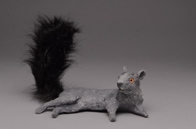 SMALL LOUNGING SQUIRREL, BLACK (1)