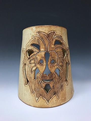 Lion candle sconce approx 8x9x4