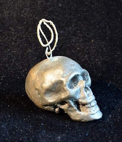 Skull with turning