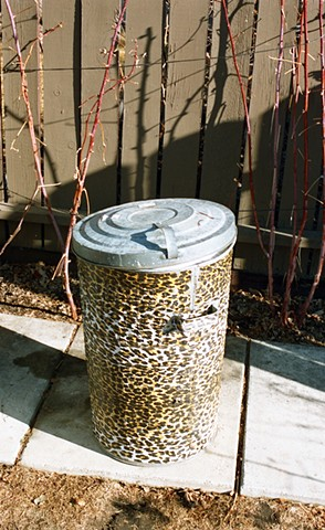 Fashionable garbage can