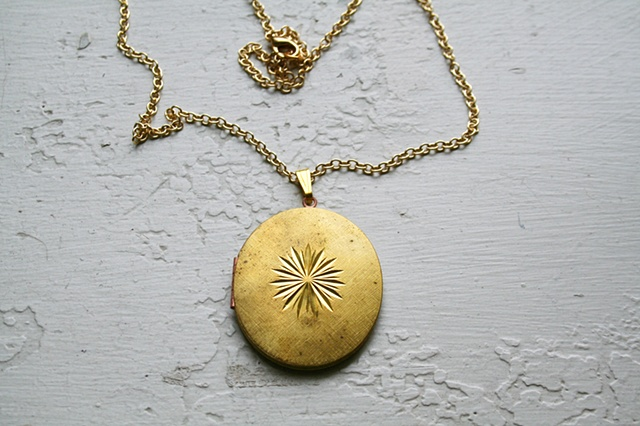 Nostalgia Star Locket