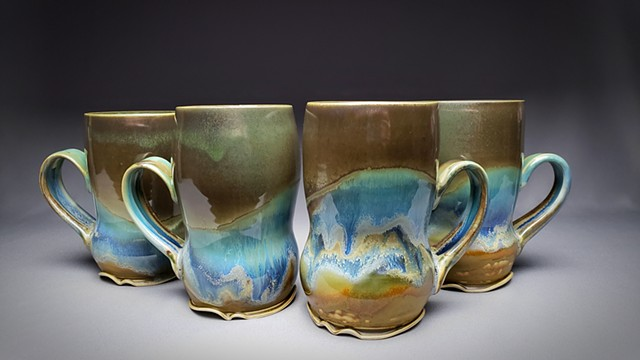 Item DV116 Waisted Mugs in Seaweed & Buff