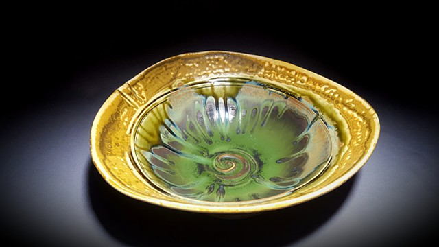 Item SD102 Lipped Serving Dish in Seaweed & Buff