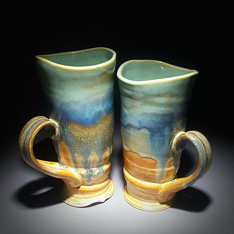 Item DV101 Tall Wavy Mugs in Turquoise & Red Gold