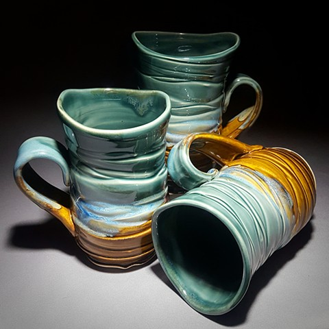 Item DV100 Wavy Textured Mugs in Rainforest & Iron
