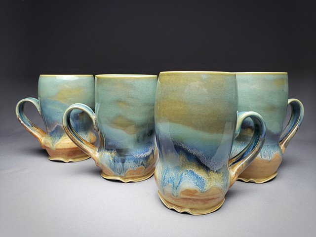 Item DV118 Waisted Mugs in Turquoise & Red Gold