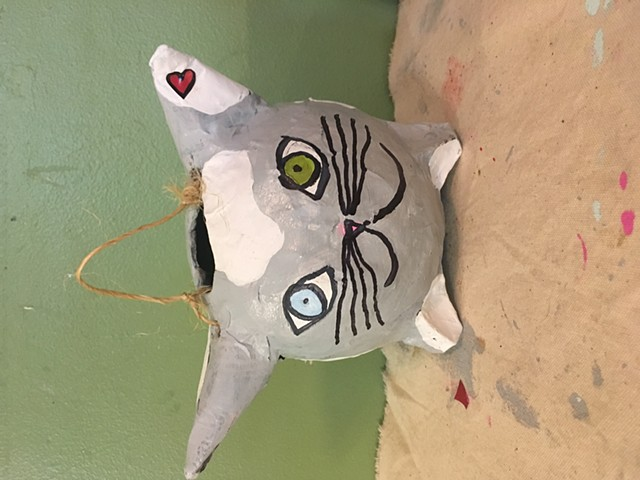 Papermache imaginary friend criatura gatito
