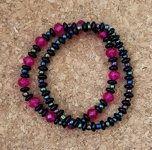 bracelets magenta and balck glass beads multi-strand bracelets with irridescent seed beads and stretch cord by Holly Campbell