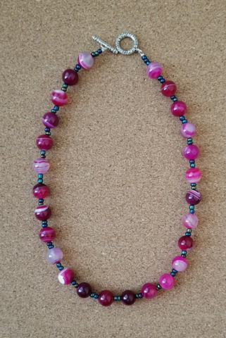 necklace magenta agate seed beads by Holly Campbell