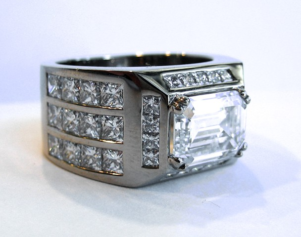 18ct white gold Mega Ring with Diamonds
