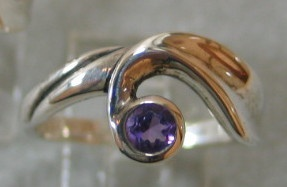 R7 STERLING RING WITH AMETHYST