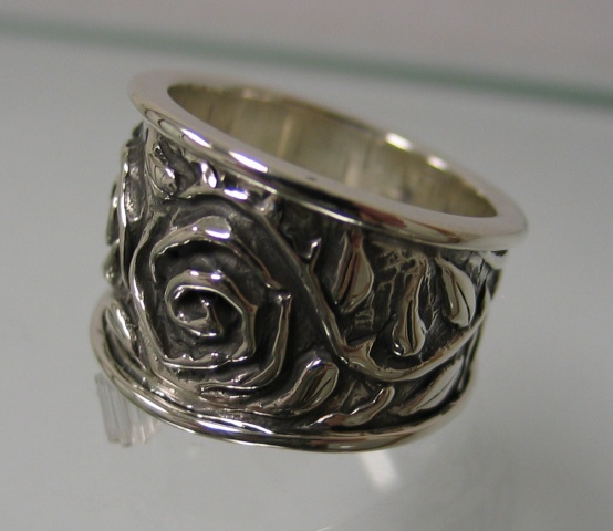 Double Rose Band side view