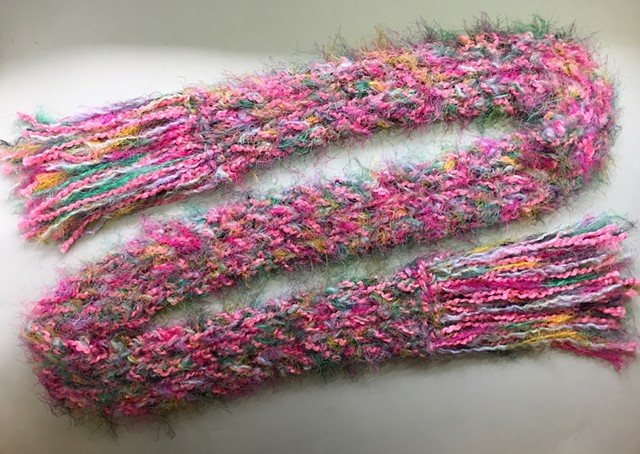 J35_ PINK MULTICOLOR CABLE SCARF
