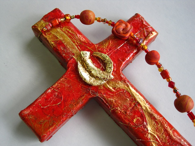 THE SPIRIT IN MOTION GOLD & RED COLLAGE CROSS CLOSE UP VIEW