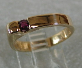 R6 RUBY IN 14K GOLD RING