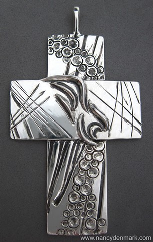 On Eagle's Wings pectoral cross ©Nancy Denmark