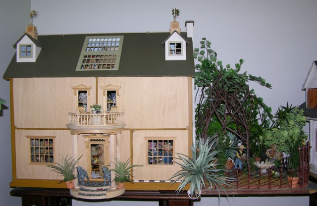 Front View/ Dollhouse