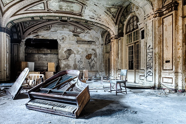 urban decay photography urbex beautiful deconstruction apartment building detroit